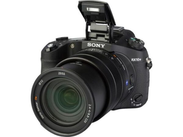 """מצלמת טיולים מדהימה סוני RX10m4 במבצע 900ש""""ח לשבוע"""