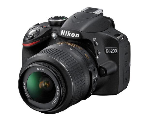 מצלמת ניקון  nikon d3200 כולל עדשה 18-105